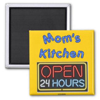 La maman ouvrent 24 heures magnet carré