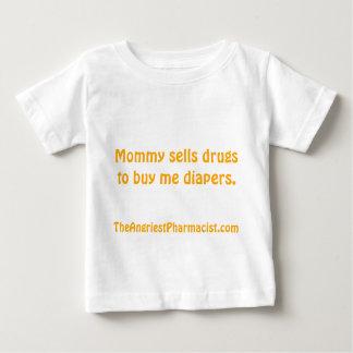La maman vend des drogues pour m'acheter des t-shirts