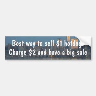 La manière de vendre $1 hot dogs chargent $2 et on autocollant de voiture