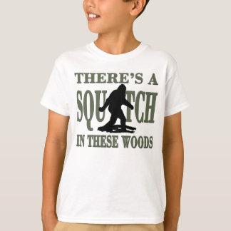 La MEILLEURE VERSION il y a un SQUATCH en ces bois T-shirt