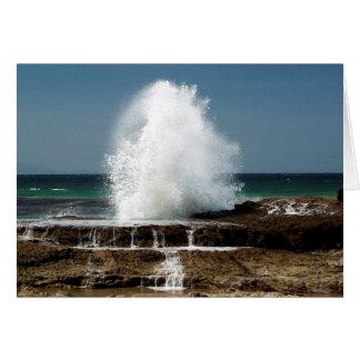 La mer là se casse au-dessus de la carte de
