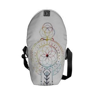 La mini géométrie sacrée de Boho a inspiré le sac Besace