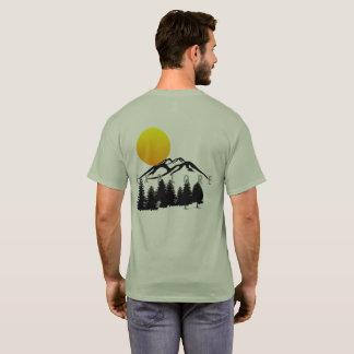 La montagne explorent le T-shirt