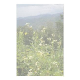 La montagne fleurit le papier de papeterie