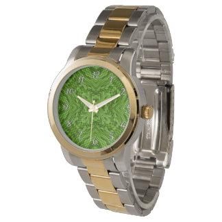 La montre vintage des femmes colorées vertes
