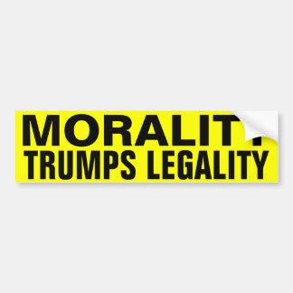 La moralité Trumps la légalité Autocollant De Voiture