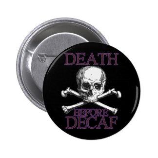 La mort avant Decaf Badge