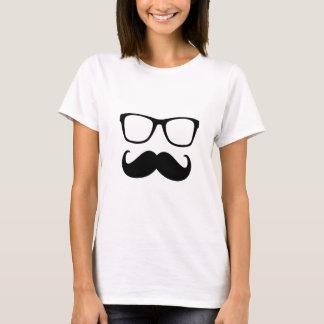 la moustache et les verres sont drôles t-shirt