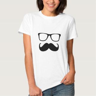la moustache et les verres sont drôles t-shirts