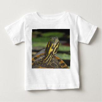 La nature badine le T-shirt
