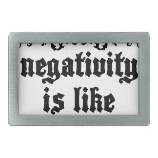La négativité est comme la citation médiévale de boucle de ceinture rectangulaire