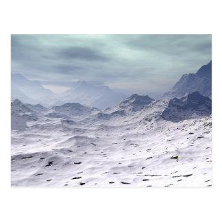 La neige a couvert des montagnes carte postale