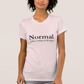 La normale est juste un arrangement sur le t-shirt