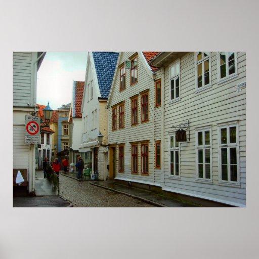 La Norvège, Bergen, les maisons en bois et une rue Poster