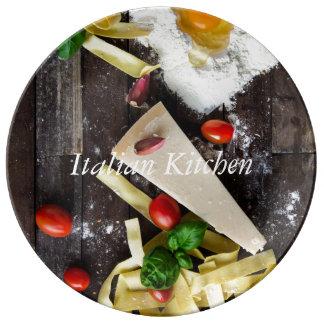 La nourriture italienne personnalisent le texte assiette en porcelaine