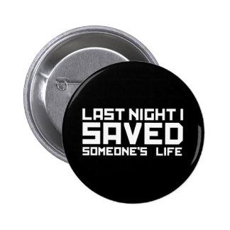 La nuit dernière le DJ a sauvé ma vie Pin's Avec Agrafe