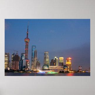 La nuit tombe sur Changhaï Chine Affiches