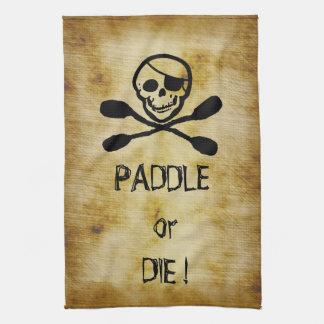 La palette de kayak de drapeau de pirate ou meuren linges de cuisine