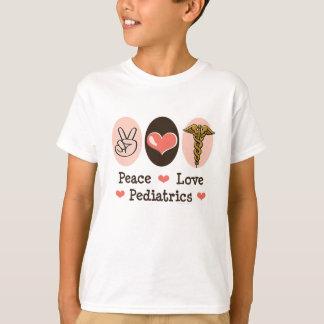 La pédiatrie d'amour de paix badine le T-shirt