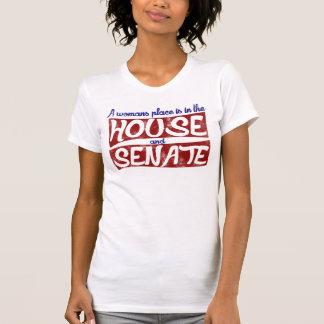 La place d'une femme est dans la Chambre et Sénat T-shirt