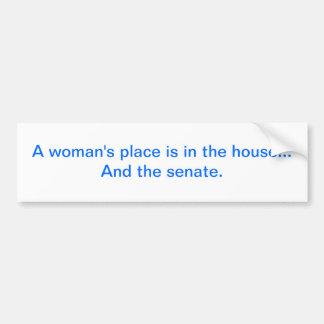 """""""La place d'une femme est dans la maison. Et le sé Autocollant De Voiture"""