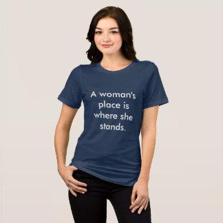 La place d'une femme est où elle se tient t-shirt