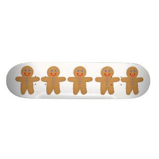 La planche à roulettes de bonhomme en pain d'épice planches à roulettes customisées