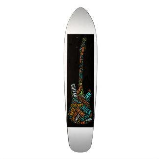 la planche à roulettes de guitare de roche plateaux de planche à roulettes