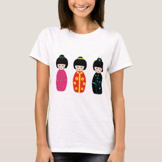 la poupée japonaise mignonne a conçu le T-shirt