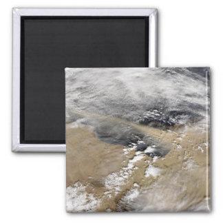 La poussière enlève à l'air comprimé la côte de la aimant