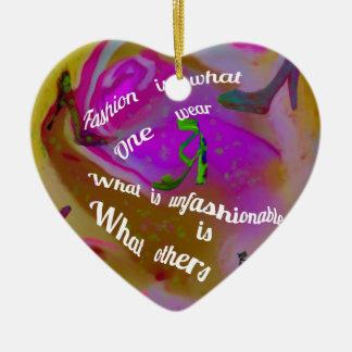 La règle pour être ou hors de mode ornement cœur en céramique