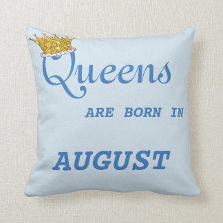 La Reine sont née dans le bleu de coussin