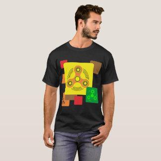 La rotation de personne remuante dehors folâtre le t-shirt