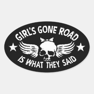 La route allée de la fille sticker ovale