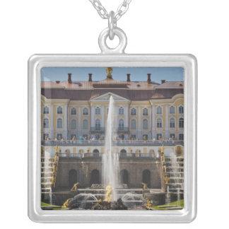 La Russie, St Petersbourg, Peterhof, palais grand Collier
