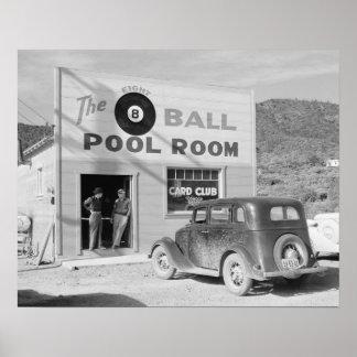 La salle de piscine de huit boules, 1940. Photo Posters