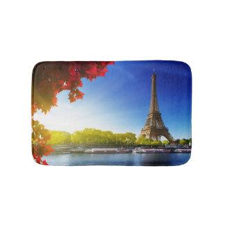 La Seine à Paris avec Tour Eiffel dans le temps Tapis De Bain