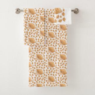 La serviette de salle de bains place des