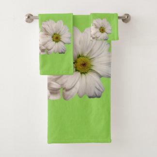La serviette de salle de bains place la marguerite