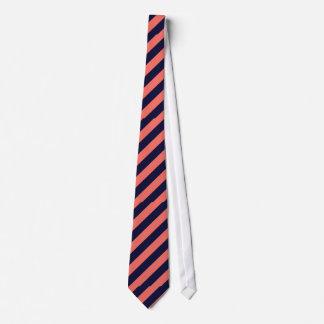 La seule marine et la cravate rayée de corail
