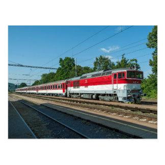 La Slovaquie : Le train de voyageurs passant Sliac Carte Postale
