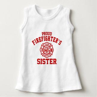 La soeur du sapeur-pompier fier robe sans manche