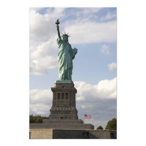 La statue de la libert sur l 39 le de libert dans for Createur statue de la liberte