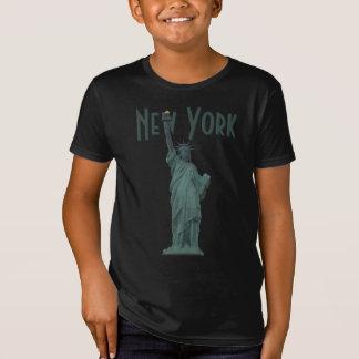 La statue de l'enfant de T-shirt de New York de la