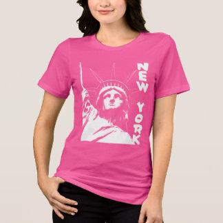La statue des femmes de T-shirt de New York de la