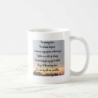 La tasse d'aube de matin