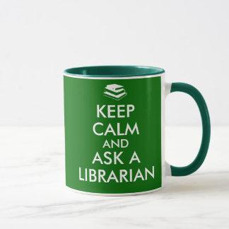 La tasse de bibliothécaire gardent le calme pour