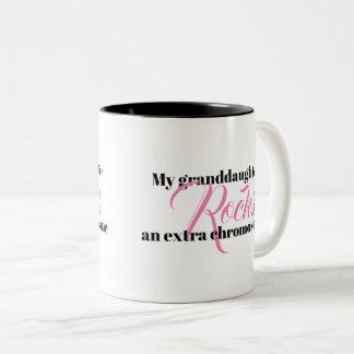 """La tasse de café """"ma petite-fille bascule un"""