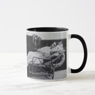 LA TASSE DE CAFÉ ME PRENNENT LA FOI VICTORIENNE