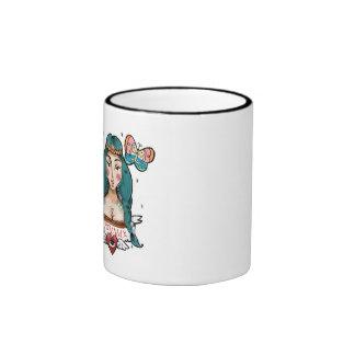 La tasse gauchère soit fille indienne sauvage